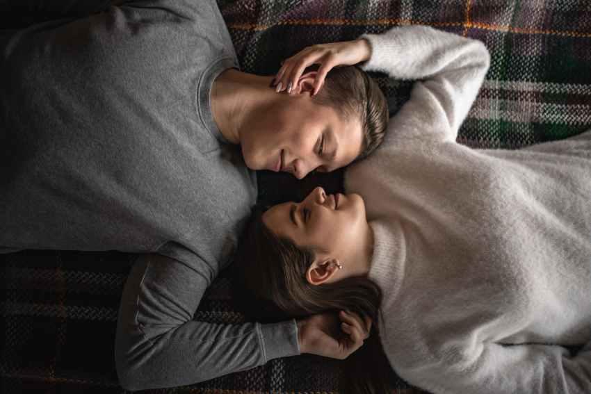 Sărutul este una dintre cele mai plăcute, romantice și erotice activități umane, dar reprezintă o ciudățenie din punct de vedere științific.